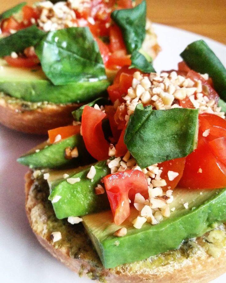 """#pane #bread #avocado #pesto #basilico #basil #freshtomatoes #pomodorini #nocciole #hazelnut #veganfoodporn #instavegan #instaveg #veganlife…"""