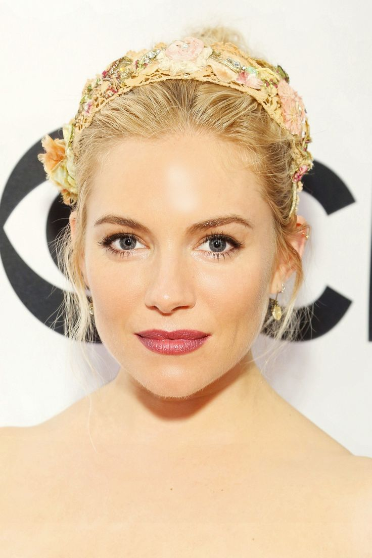 We heart how beautiful Sienna Miller looks in her floral head band. It's the perfect festival accessory!