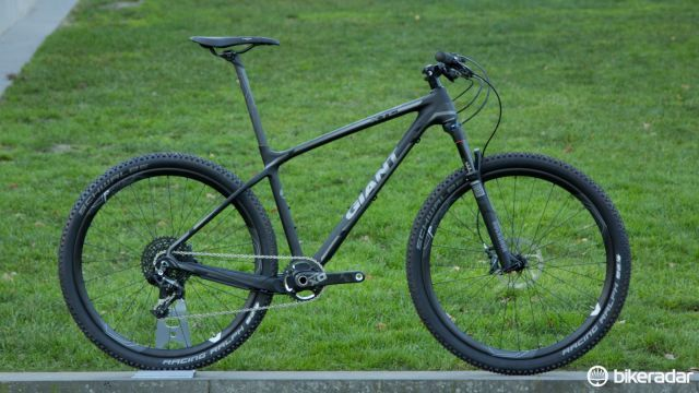 Looking to race but don't want rear suspension? The nearly entirely black Giant XTC Advanced SL 27.5 1 (US$5,150 / AU$4,799 / £TBA) is worth a look