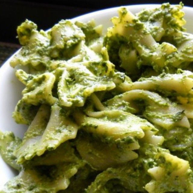 We've been eating this basil and spinach pesto for several days now, but we're sure not complaining! Check out the really simple recipe (www.eatersrendezvous.com) for a large, long lasting supply of yummy pesto that can be frozen or kept refrigerated. Toss it with hot pasta or add to a sandwich when you're ready to eat it! @lolamarcey #eatersrendezvous #healthy #fresh #foodpic #foodporn #yummyinmytummy #blogger #cooksforlife #summerrecipe