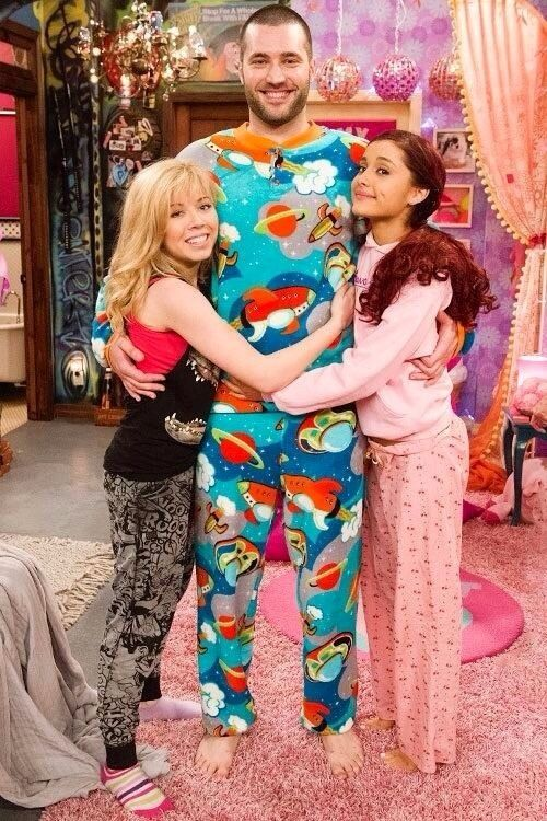 Ariana and Jeanette: Cat Valentine, Sam Pucket, and Goomer :)
