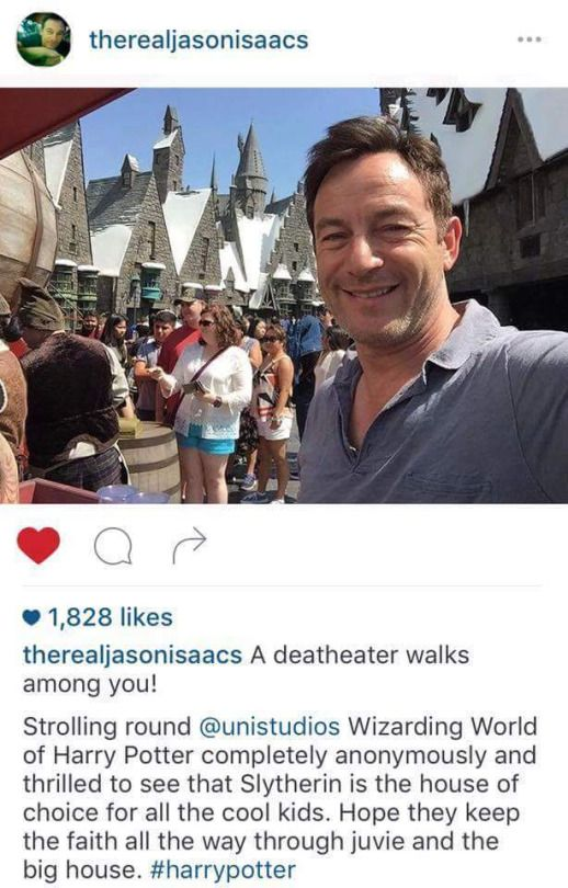 Jason Isaacs (Lucius Malfoy) visits the Wizarding World of Harry Potter.