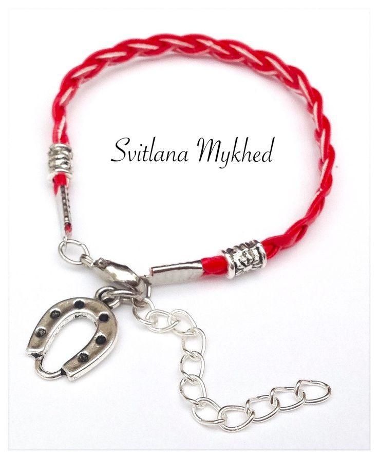 """Bracelet """"Fer à cheval. Équestre."""" cordon similli cuir rouge perles tibétains metal argentè : Bracelet par perles-et-couronnes"""