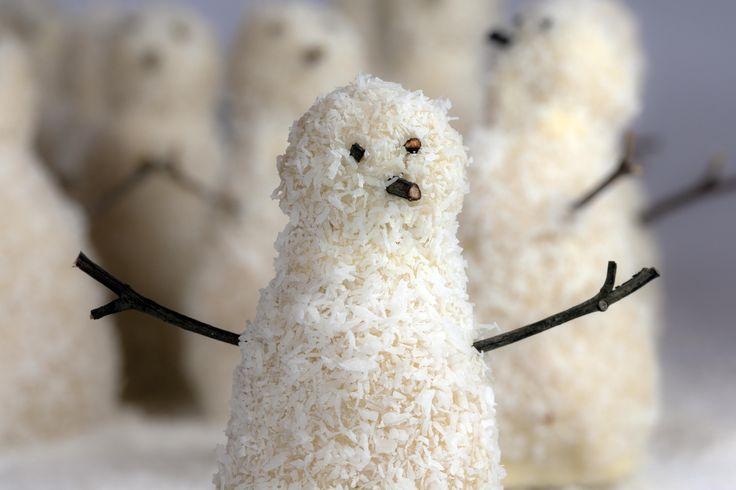 The SNOWMEN are here.  Meet my coconut, chocolate cream filled snowmen.