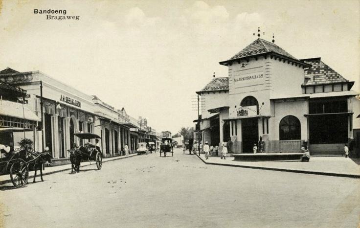 Jl. Braga Bandung 1920 kitlv.nl