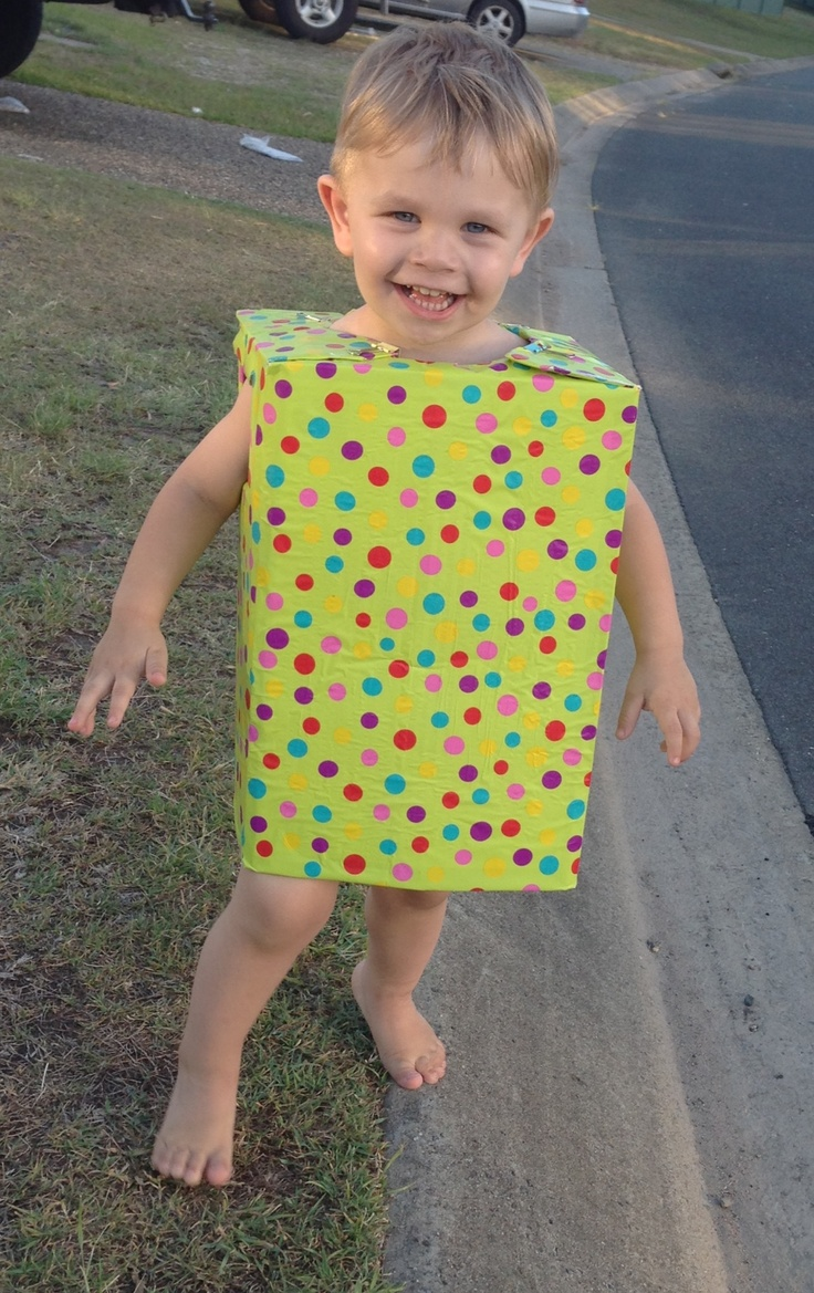 EASY Christmas costume (empty beer box + wrapping paper)