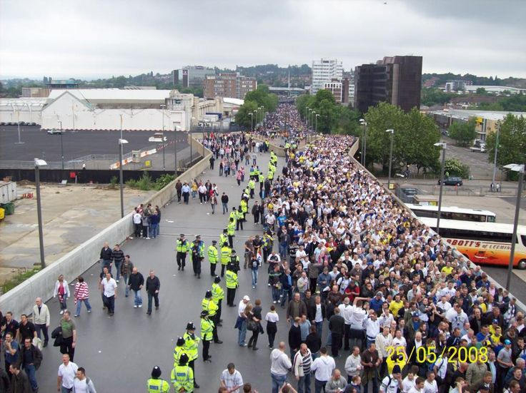 Wembley Way,Play off Final 2008. Guess which side is heading to the #LUFC end and which to the Doncaster end?