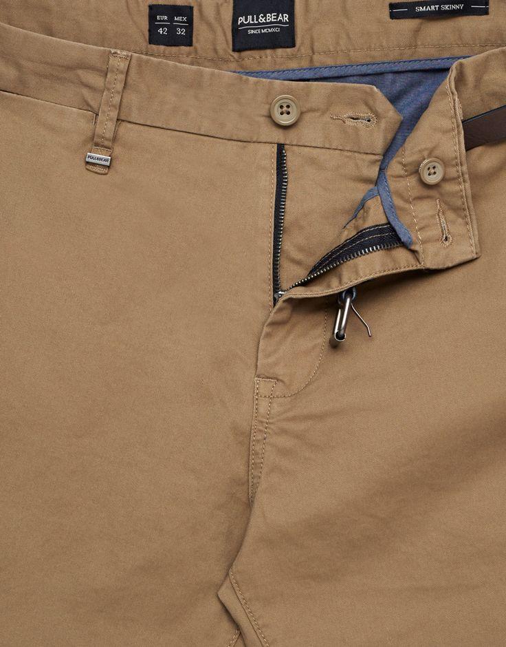 Pantalón tipo chino con cinturón - Chinos - Pantalones - Ropa - Ropa - Hombre - PULL&BEAR España