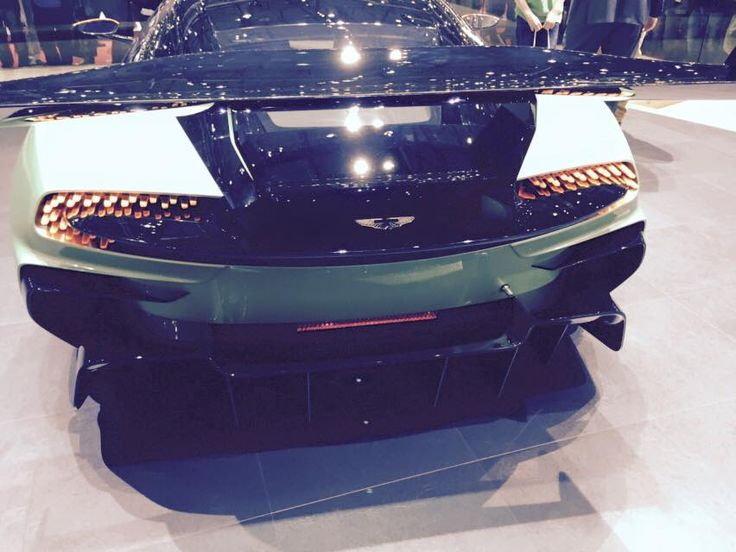 Aston Martin Vulcan - Geneva Motorshow 2015