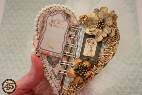 Denise Hahn dynamically uses our Sweet Sentiments chipboard in this fabulous chunky mini #graphic45
