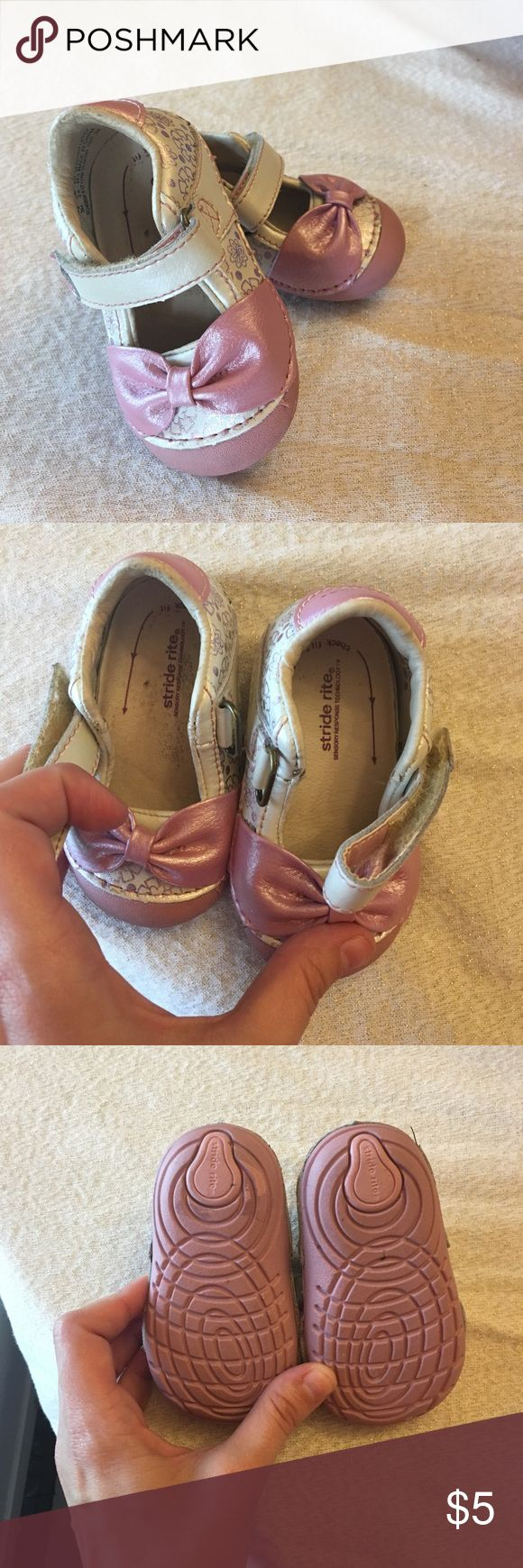 STRIDE RIGHT SHOES! GIRL Stride right sensory response technology, premium leather lining shoes for your little girl . Size 3m USA . Pink n cream very cute, has some use , good condition. Insertable pads , also size check on these pads to know when baby needs new shoes, great for beginner walkers! Stride Rite Shoes Baby & Walker