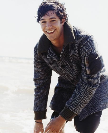 Adam Brody, aka your friendly neighborhood Seth Cohen. Sarcastic, witty, wonderful.