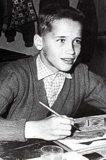 Arnold Schwarzenegger. Why did he have such a jaw line at that age?!?
