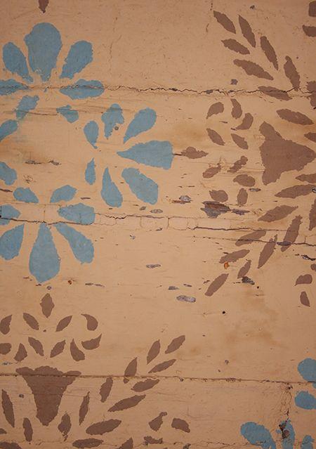 Seinät on osin koristettu maalaamalla. Oulu (Finland)