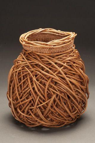 Jennifer Zurick - Entrelaçados # 732 - casca de salgueiro e madressilva cesta videira criada usando tecer hexagonal, tecer aleatória e enrole entrelaçamento
