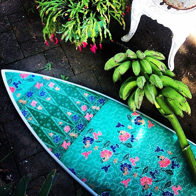 Crushing on the amazing custom surfboards from @nusaindahsurfboards