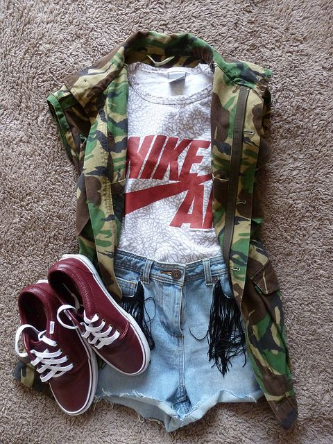 Tomboy look. Camouflage. Shorts. Sports graphic tee