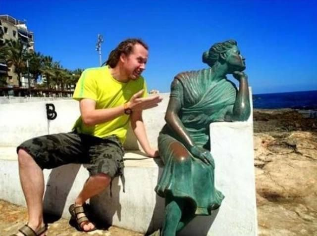 Give Him A Chance 30 Hilarious Pictures Taken With Statues • Page 2 of 6 • BoredBug