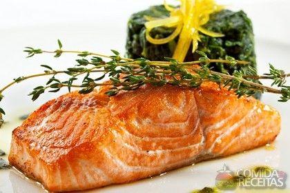 Receita de Salmão grelhado com tomilho em receitas de peixes, veja essa e outras receitas aqui!
