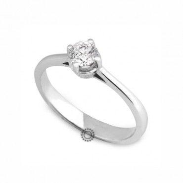Μονόπετρο δαχτυλίδι με διαμάντι μπριγιάν από Κ18 λευκόχρυσο με απλό & διακριτικό δέσιμο   Μονόπετρα online & στο κατάστημά μας στο Χαλάνδρι #brilliant #διαμάντι #μονόπετρο #δαχτυλίδι #λευκοχρυσο #monopetro