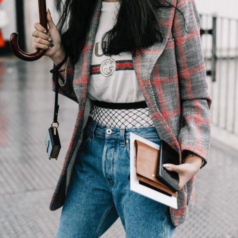 Колготки в сетку под дырявые джинсы - тренд весны 2017