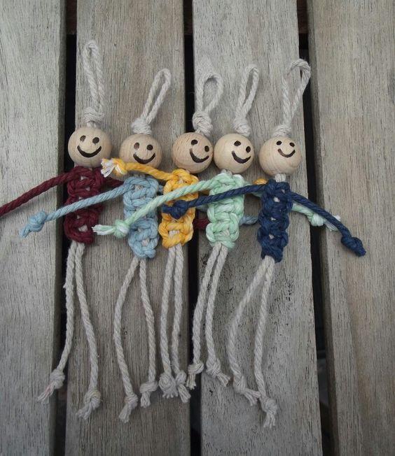 Gelukspoppetje vaderdag Hoe maken ? Nodig : 2 touwen en een houten kraal…