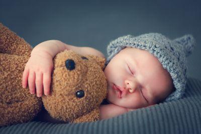 Čtrnáct sms oznámení o narození miminka, která vás budou bavit. Skládat rádoby vtipné říkánky, když konečně držíte své miminko v náručí, je to poslední, na co máte chuť. Proto jsme pro vás připravili 14...