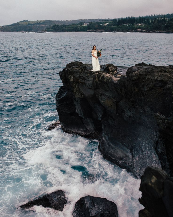 ocean cliff wedding locations hawaii
