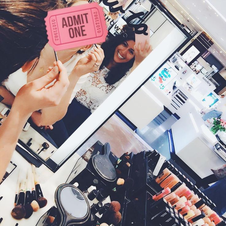 Huhuhu I got the makeup preview���������������� - perks of being a bridesmaid ���� #fromwhereistand #bridal #makeup #bobbibrown #bobbihowto #igers #paris #parisbound #beauty #fwis #potd #friends #happiness #bridetobe #bridesmaid #photooftheday #mirrorselfie http://gelinshop.com/ipost/1527970831580477171/?code=BU0cWAzgzbz