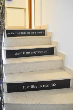 Frases engraçadas nas escadas - Picture of Pura Vida Sky Bar ...