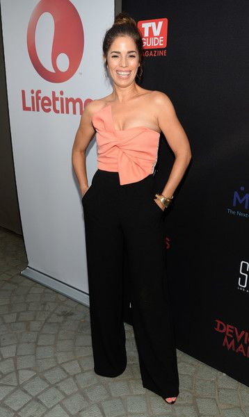 Ana Ortiz Jumpsuit - Ana Ortiz looked effortlessly stylish at the premiere of 'Devious Maids' season 4 in a strapless two-tone jumpsuit with a knotted bodice.