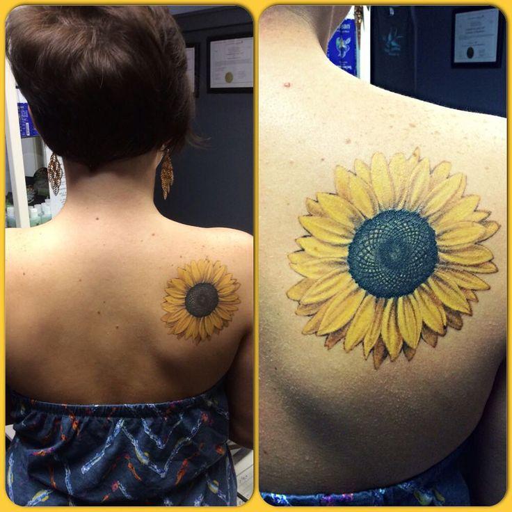 Healed sunflower by @urbantattooer #aaatattoo #sunflower #sunflowertattoo #realisticsunflower #realistictattoo #shouldertattoo #flowertattoo #besttattoos #besttattooers #healedtattoo