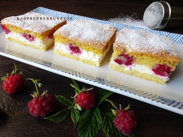 Jemný tvarohový koláč s malinami