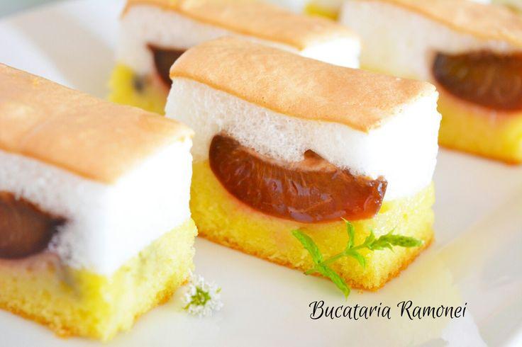 Dacă aveți câteva prune la dispoziție și doriți un desert cu care să readuceți zâmbetul pe buzele tuturor membrilor familiei, vă recomand această delicioasă prăjitură! Aruncați o privire, nu vă lăsați intimidați de imagine! Și voi puteți obține deserturi cel puțin pe atât de aspectuase! Găsiți rețeta dând click pe link: http://bucatariaramonei.com/recipe-items/prajitura-cu-prune-si-bezea/