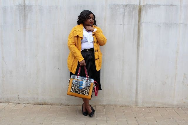 How to dress colourful accessorize bag with animal print