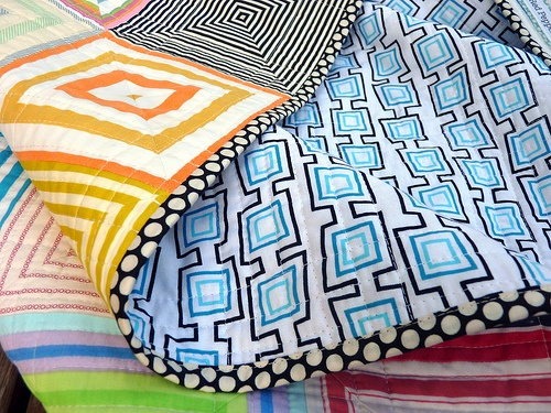 Love all of the contrasting colors in this quilt! (& the detail!): Search, Quilts, Quilting, Fabric