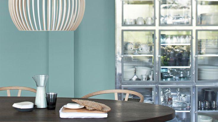 Skandynawski wystrój wnętrz, to przede wszystkim smukłe linie, stonowane kolory i subtelna elegancja. Ten bezpretensjonalny styl możesz teraz stworzyć we własnym domu.