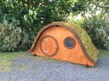 Hobbit legehus med græstag fra Helgesvaerksted.dk