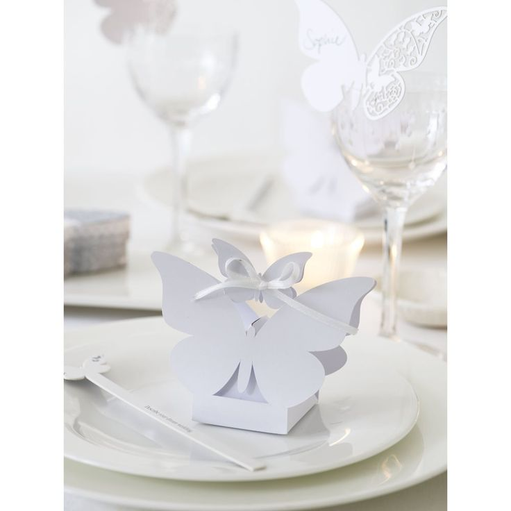 Butterfly wedding favour boxes - Low cost Wedding favour ideas, DIY wedding favours, wedding favour gifts, wedding favour boxes and wedding favour bags, low cost wedding favour ideas