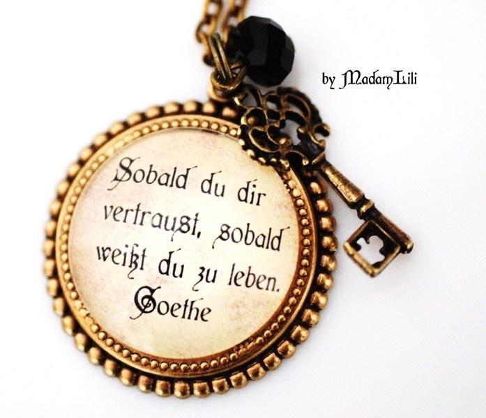 """Romantische Bronze Kette mit Bronze Collage Anhänger """" Sobald du dir vertraust, sobald weißt du zu leben"""" Zitat von Goethe, bronze Schlüssel und Perle"""