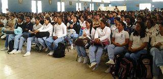 Estudiantes del Colegio Velasco Ibarra del Canton Milagro presentes durante el Recital de Poesía. | por Prefectura de la Provincia del Guayas