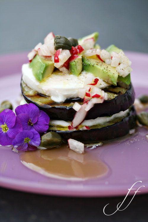 Auberginen-Avocado-Mozzarella-Türmchen