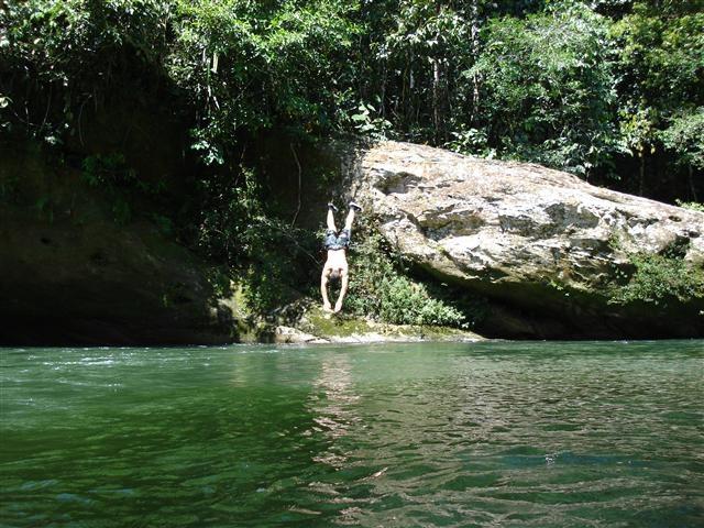 Un salto a las refrescantes aguas en #BelenDeLosAndaquies #Caqueta. #FotoDelDía EnMiColombia.com