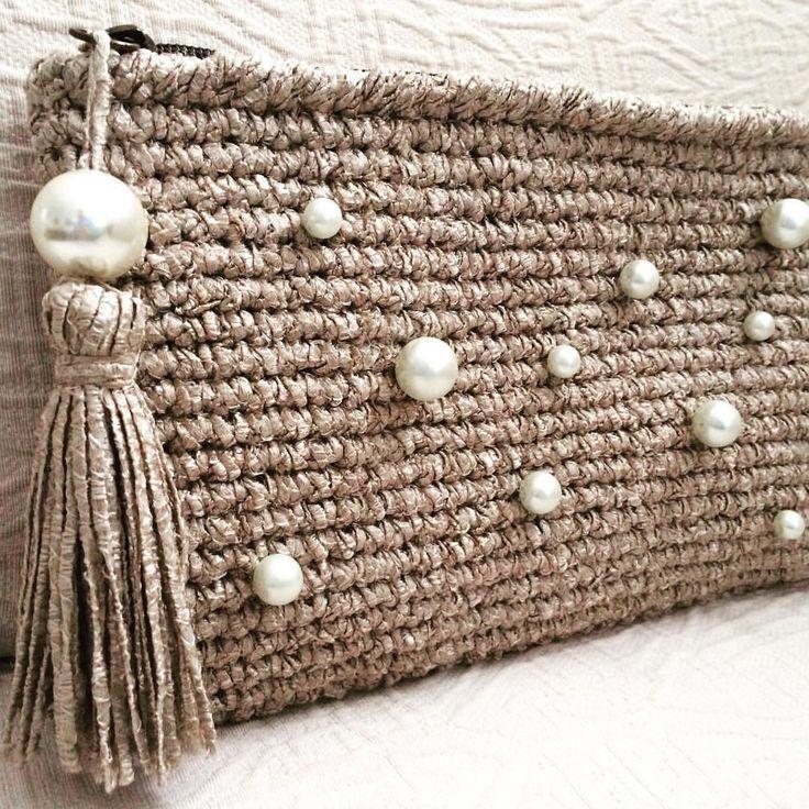 Sencillo, pero con un toque #macadamiarepublic #handmade #hechoamano #ganchillo #crochet #handbag #iceyarns