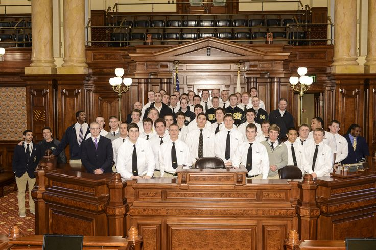 Sacred Heart Griffin high school (Springfield) football state champions came to visit the Senate this week. Lawmakers congratulated the team on its great success this year.