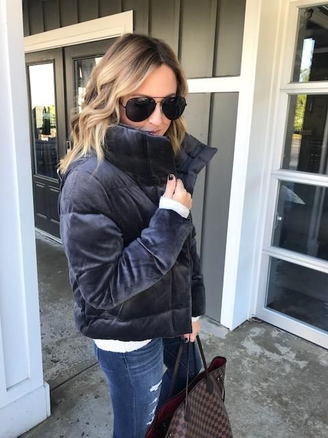 ffd0a00f0d5039 Ultra cozy with Abercrombie. How fabulous is this velvet mini puffer!   abercrombiestyle  winterfashion  twopeasfashion
