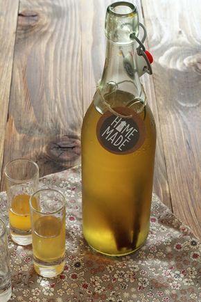"""""""ORANGECELLO"""" (Pour une bouteille de 75 cl : 50 cl de vodka, 250 g de sucre en poudre, 6 oranges bio, 1 gousse de vanille, 1 bâton de cannelle)"""