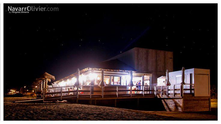 Construcción de chiringuito restaurante sobre pilotado en tronco calibrado tratado en autoclave. El Paradise, Isla Canela, Huelva.  #chiringuito #restaurant #beachclub #ElParadise #Huelva #IslaCanela #Ayamonte #madera #gastronomia #hosteleria #navarrolivier