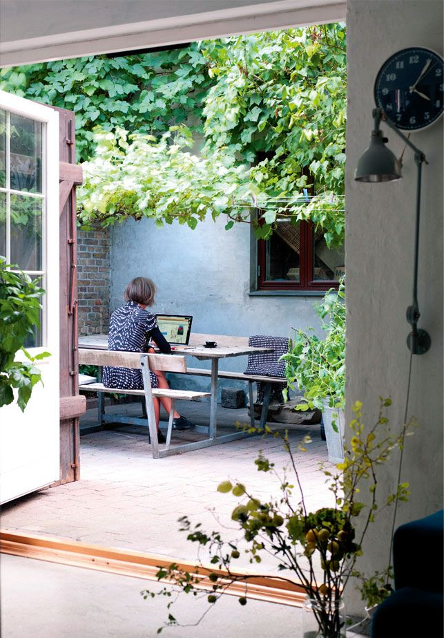 Outdoor workspace