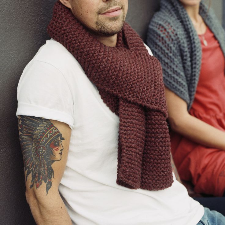 AMIS is a hand knit chunky unisex scarf made with 100% Peruvian highland wool from zedhandmade.com